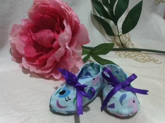 zapatos bebe tela enhebrados